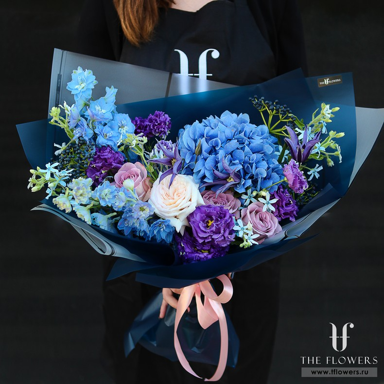 Bouquet with blue hydrangeas and lisianthus MAJESTIC BLUE